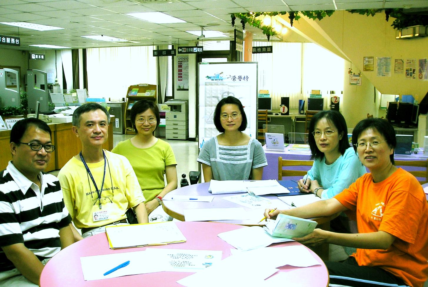 通過普考任職於台北市立圖書館