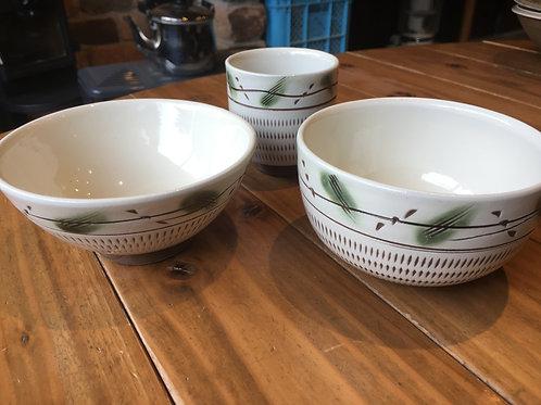 お茶碗、湯呑、小皿のセット