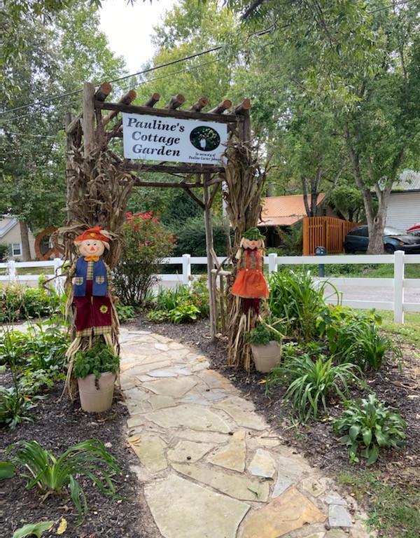 Pauline's Cottage Garden