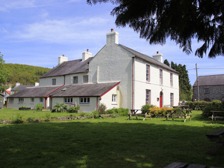 Exterior of the dolaucothi arms.JPG