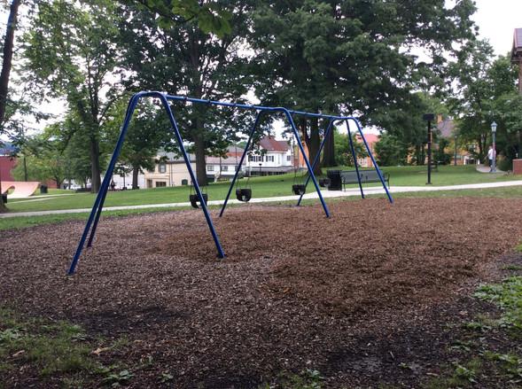 Toddler Swings Bayne Park