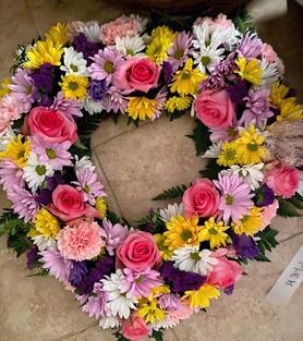 RH29 - PASTEL MIXED FLOWER OPEN HEART