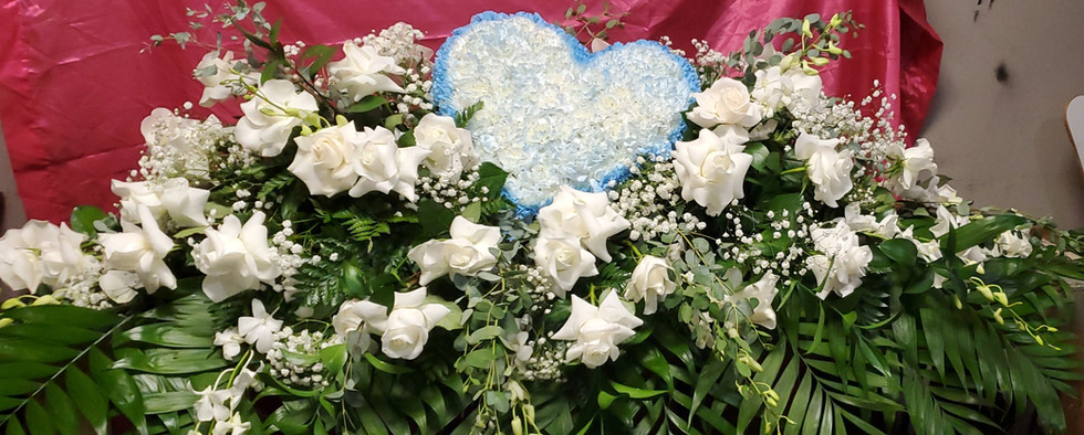 CLOSED CASKET SPRAY WITH HEART