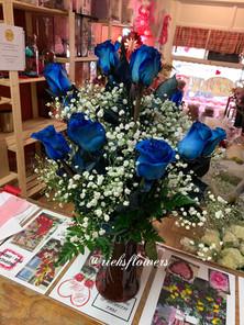 R11- BLUE DOZEN ROSES