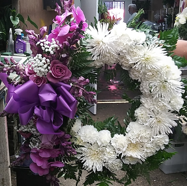 RW07 - OPEN WREATH WITH ORCHIDS