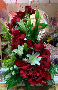 R07 - RED ROSE TWIST WITH WHITE LILLIES