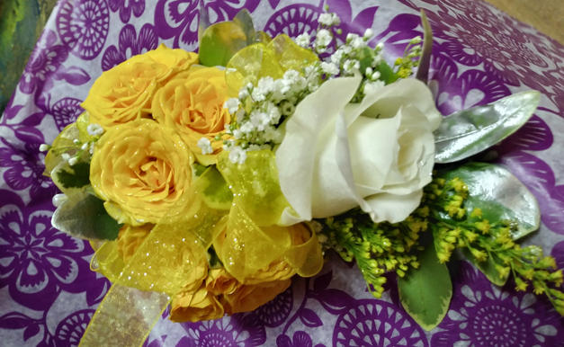ROSE CORSAGE WITH SPRAY ROSES