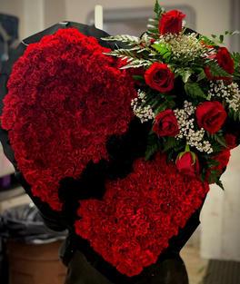 RH53 - BLACK & RED BROKEN HEART