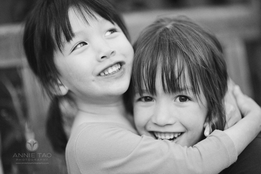 Bay-Area-lifestyle-children-photography-sisters-hugging-closeup-BxW