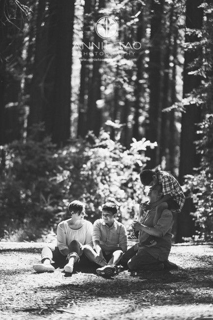 East-Bay-lifestyle-family-photography-sitting-on-ground-in-Redwood-Forest-BxW