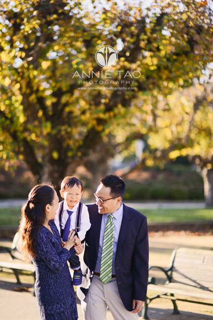 san-francisco-lifestyle-family-photography-parents-carrying-laughing-son-in-park