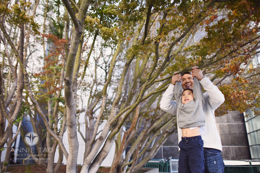 San-Francisco-lifestyle-family-photography-dad-holding-preschool-son-on-tree-branch