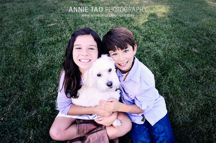 San-Francisco-Bay-Area-lifestyle-family-photography-brother-and-sister-hugging-white-dog