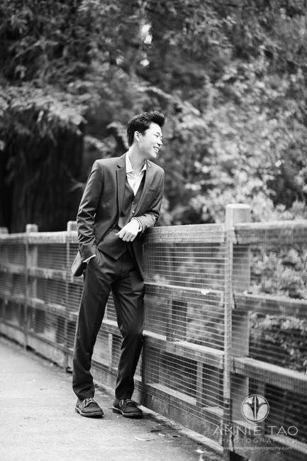 East-Bay-lifestyle-teen-photography-senior-boy-looking-over-bridge-BxW