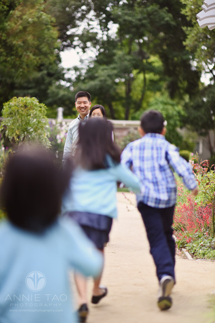 Bay-Area-lifestyle-family-photography-kids-running-to-hug-mom-in-garden-1