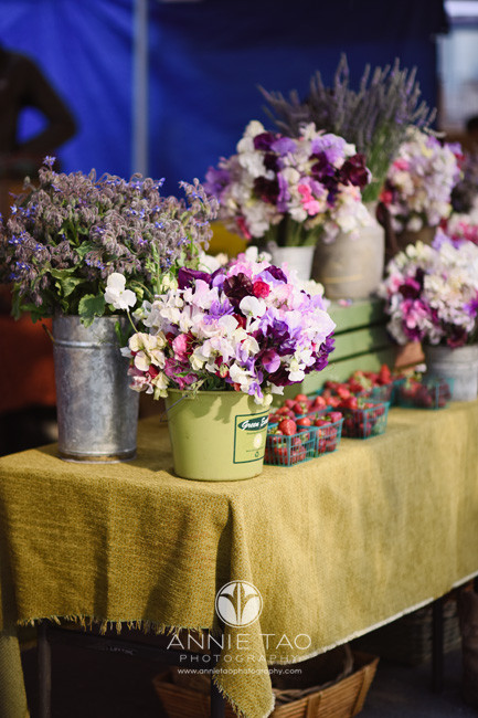 San-Francisco-lifestyle-photography-floral-stand-at-farmers-market