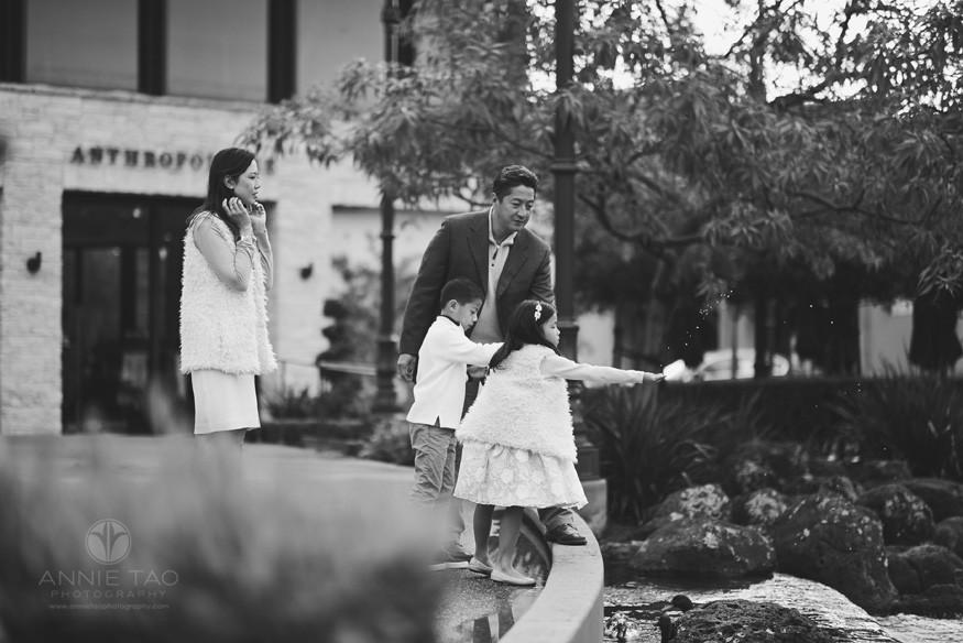 East-Bay-lifestyle-family-photography-feeding-the-ducks-BxW