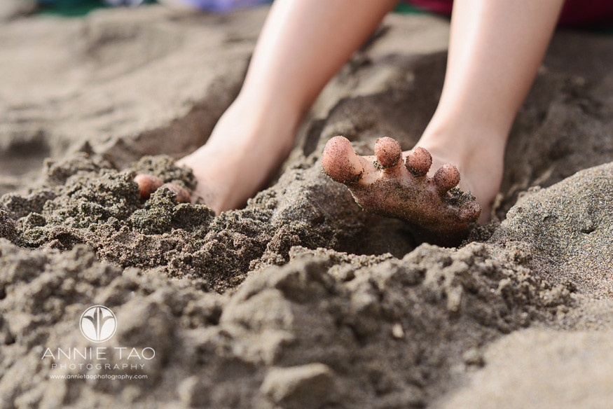San-Francisco-lifestyle-family-beach-photography-childs-toes-in-the-sand