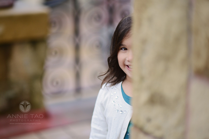San-Francisco-lifestyle-children-photography-young-girl-looking-from-behind-wall