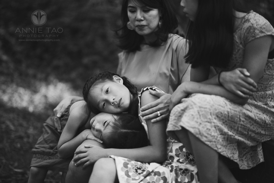 East-Bay-styled-family-photography-daughters-leaning-on-mom-BxW