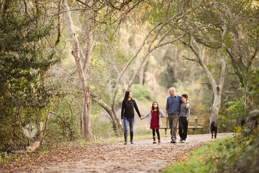 east-bay-berkeley-lifestyle-family-photography-walking-together-by-lake