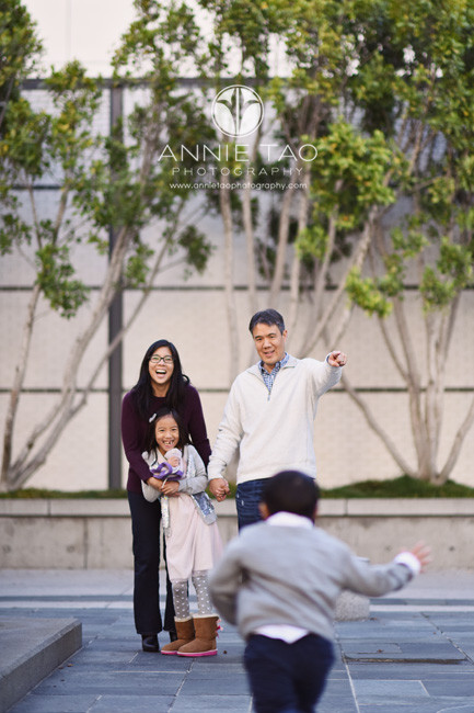 San-Francisco-lifestyle-family-photography-woman-laughing-when-husband-orders-kids-to-go