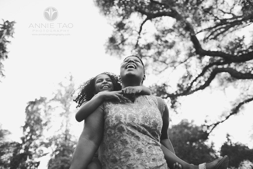 Bay-Area-lifestyle-family-photography-mother-laughing-with-daughter-BxW