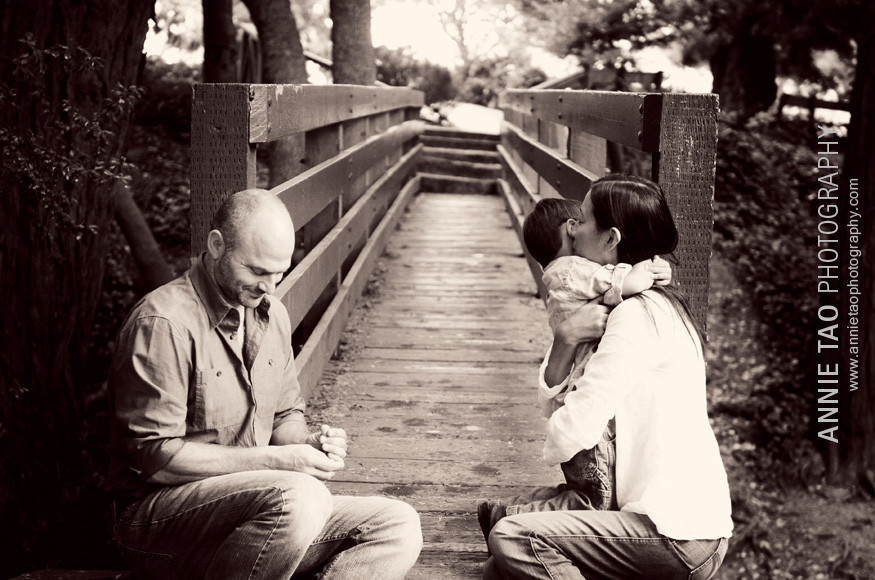 Berkeley-lifestyle-family-photography-boy-hugging-his-mom-near-bridge