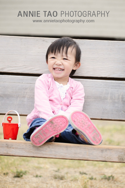 Chan-East-Bay-Lifestyle-Family-Photography-Girl-Laughing-on-Bench