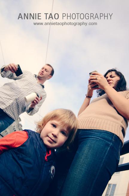 San-Francisco-urban-family-photography-family-waiting-for-the-train