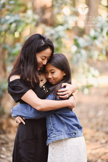 San-Francisco-lifestyle-family-photography-mother-hugging-daughter-1