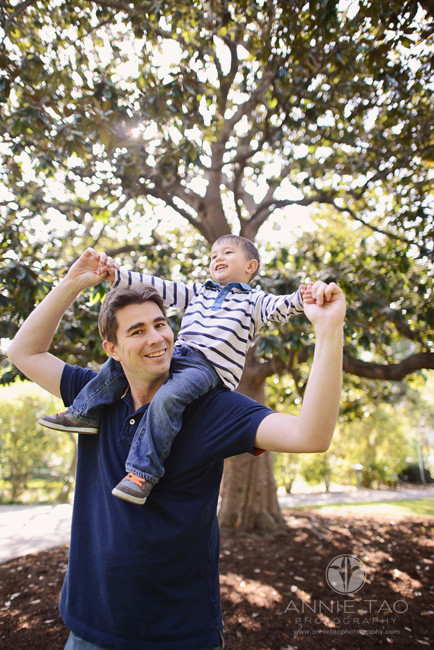 San-Francisco-Bay-Area-lifestyle-family-photography-toddler-son-riding-on-fathers-shoulders-by-tree