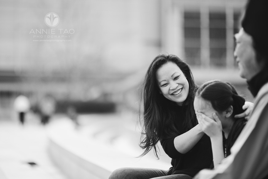 San-Francisco-lifestyle-family-photography-woman-laughing-with-family-BxW