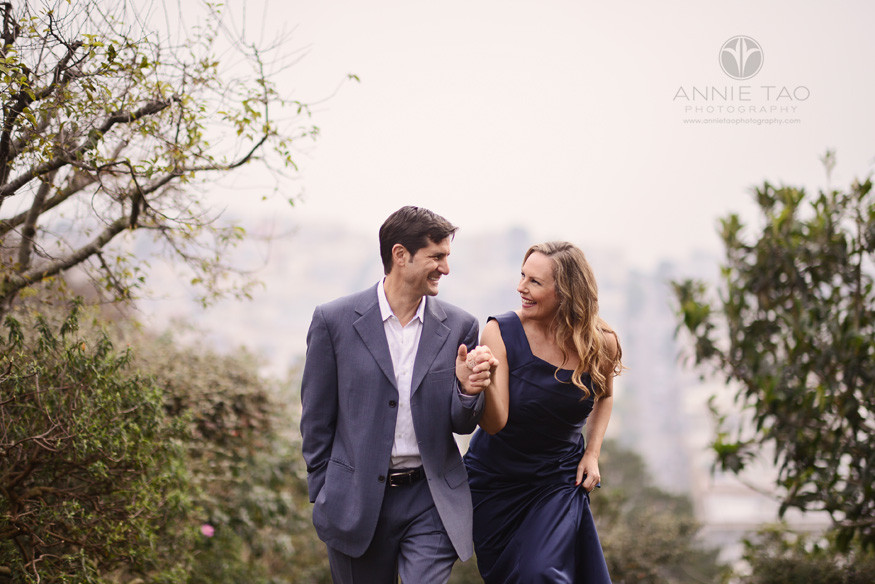 San-Francisco-couple-lifestyle-photography-man-helping-his-wife-up-a-hill-closeup