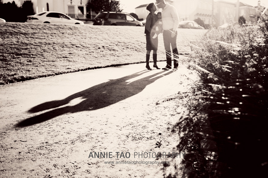 San-Francisco-Bay-Area-family-photography-urban-family-kissing-shadow