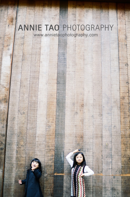 San-Francisco-lifestyle-family-photography-sisters-with-lollypops-against-tall-wall
