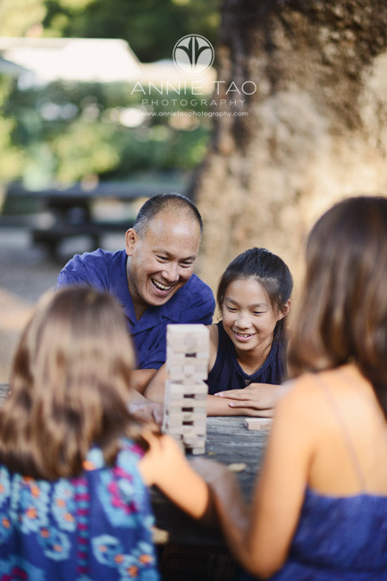 Bay-Area-San-Francisco-lifestyle-family-photography-dad-and-daughter-playing-jenga-game