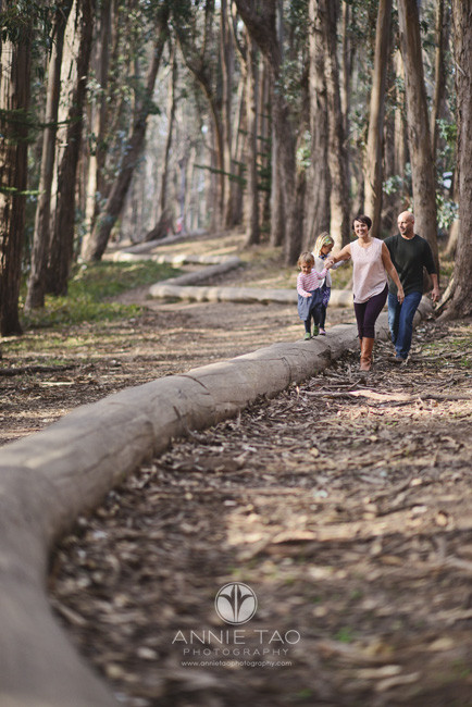San-Francisco-lifestyle-family-photography-parents-walking-with-daughters-on-Andy-Goldsworthy-installation