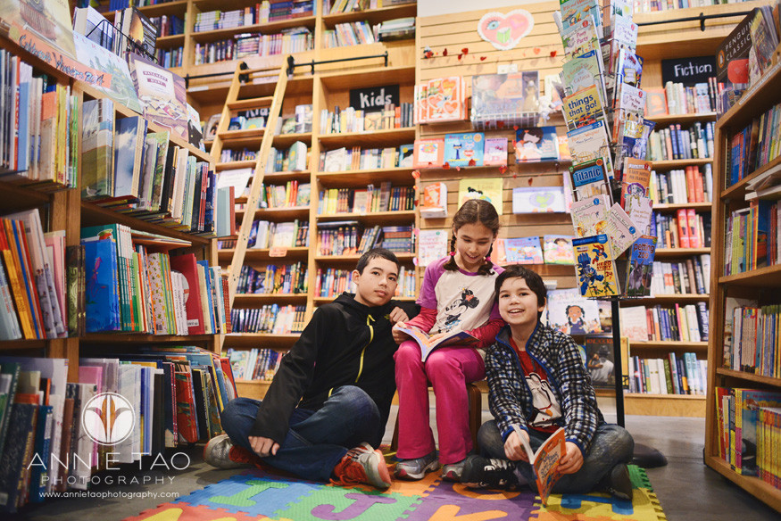 San-Francisco-lifestyle-children-photography-three-siblings-in-a-bookstore