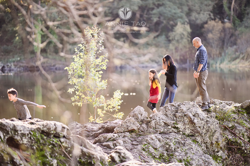 east-bay-berkeley-lifestyle-family-photography-walking-along-cliff-by-lake