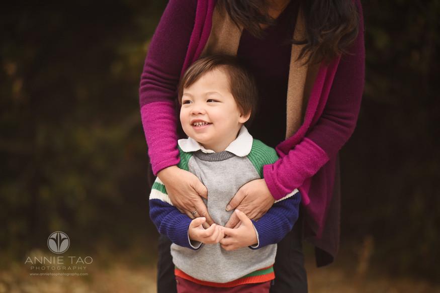 San-Francisco-Bay-Area-lifestyle-children-photography-preschooler-boy-laughing-as-mom-hugs-his-stomach