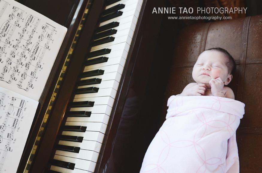 San-Francisco-newborn-photography-baby-at-the-piano