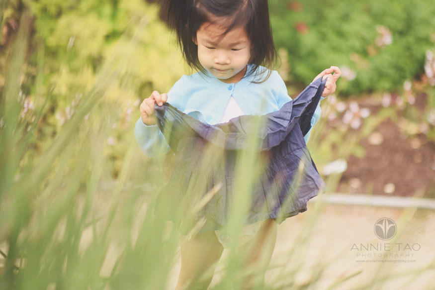 Bay-Area-lifestyle-children-photography-toddler-girl-holding-dress-up