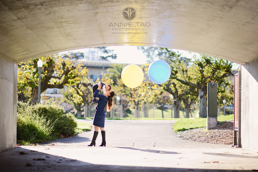 san-francisco-lifestyle-family-photography-mother-kissing-baby-in-tunnel-with-balloons