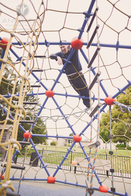 San-Francisco-lifestyle-family-photography-father-climbed-tall-play-structure
