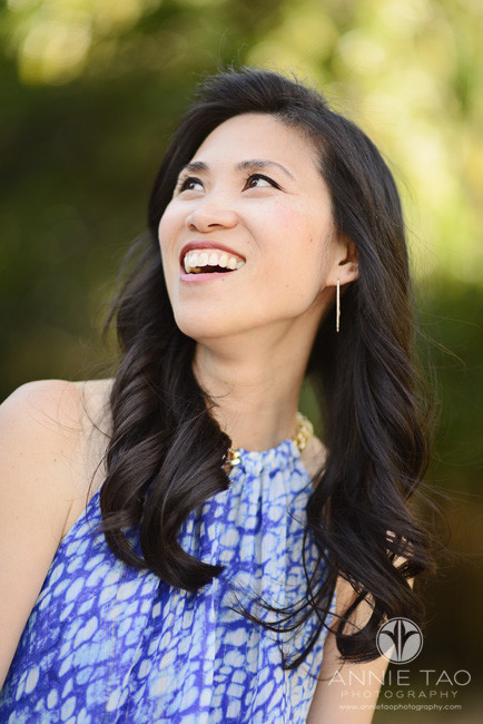 Bay-Area-lifestyle-photography-woman-laughing-and-looking-to-side