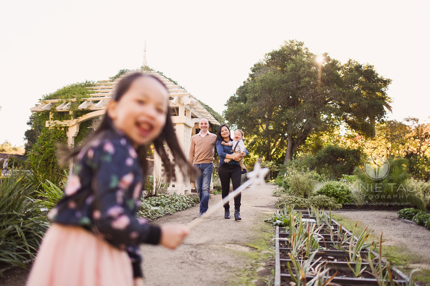 Bay-Area-lifestyle-family-photography-family-in-garden-with-fairy-princess
