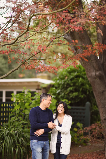 Bay-Area-lifestyle-couple-photography-walking-with-arms-linked-through-garden