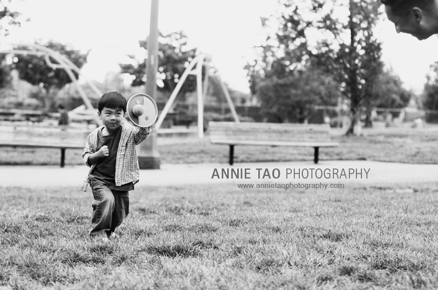 San-Mateo-lifestyle-family-photography-Throwing-a-ball-with-Dad