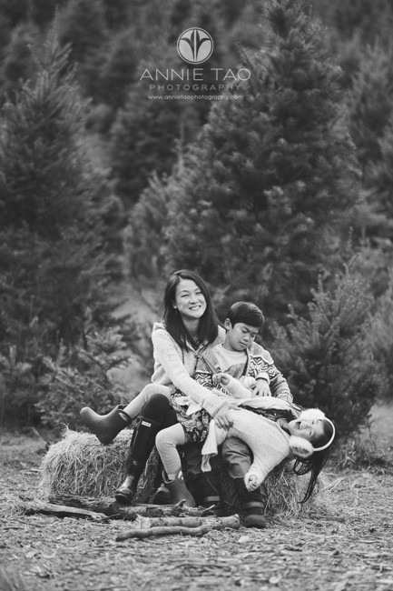 bay-area-lifestyle-family-photography-woman-sitting-on-haybale-with-kids-bxw